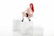 Frau beim Akt Fotoshooting in Fürth bei Nürnberg posiert nackt und sexy