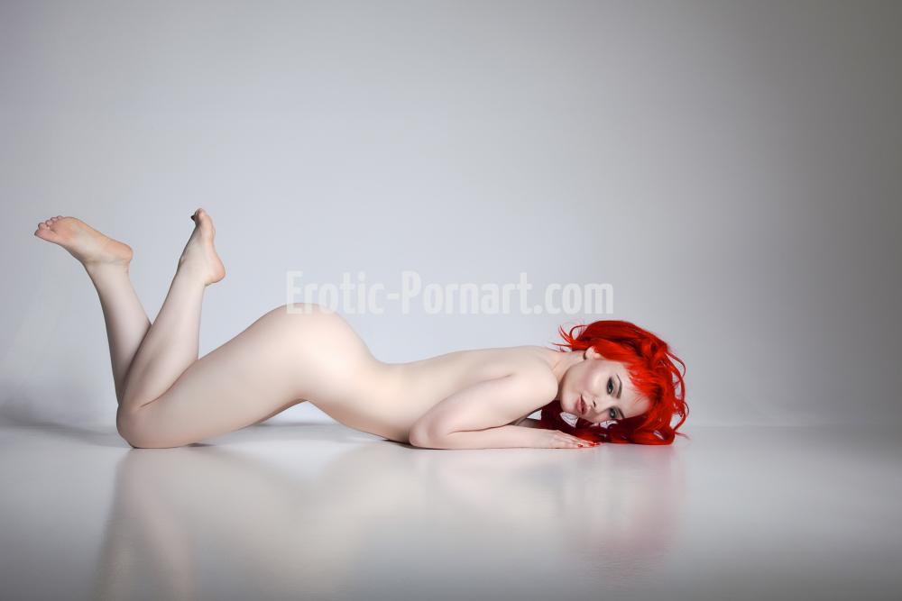 Hübsche rothaarige Frau beim Fotoshooting in Fürth bei Nürnberg posiert nackt und sexy